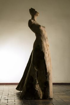 wooden sculpture of woman 1,7m height