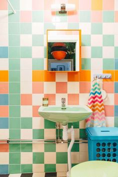 of the most beautiful bold bathrooms! – The Style Index These bathroom designs really take bathroom interior design to a whole new level and we are in love with them all! These bold tiles, unique patterns and beautiful fittings really pull these looks Aqua Bathroom, Cream Bathroom, Bohemian Bathroom, Nautical Bathrooms, Colorful Bathroom, Retro Bathrooms, Wall Paper Bathroom, Bathroom Wallpaper Retro, Retro Bathroom Decor