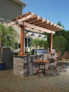 espace barbecue et cuisine d'été aménagés sous un pergola, cuisine à bar