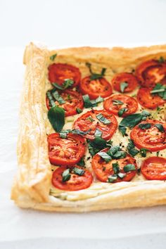 Delicious easy Vegan Tomato Tart with a Tofu Basil Cream centre. Simple, delicious and ready under 30 minutes. Omelettes, Quiches, Tofu Recipes, Whole Food Recipes, Cooking Recipes, Recipies, Simple Recipes, Fresco, Vegan Vegetarian