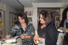 Η Τέσυ Μπάιλα υπογράφει αντίτυπα του βιβλίου της ΤΟ ΜΥΣΤΙΚΟ ΗΤΑΝ Η ΖΑΧΑΡΗ στην εκδήλωση που πραγματοποιήθηκε στο Βιβλιοκαφέ Έναστρον