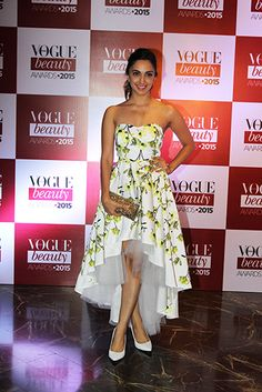 Kiara Advani in a stunnig floral at the 2015 Vogue Beauty Awards.  Thx Vogue.in