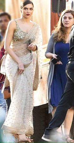 indian fashion Sari -- Click visit link for Saree Blouse Patterns, Saree Blouse Designs, Kurti Patterns, Indian Attire, Indian Outfits, Deepika Padukone Saree, Modern Saree, Sari Dress, Saree Trends