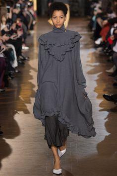 Stella McCartney Fall 2016 Ready-to-Wear Fashion Show