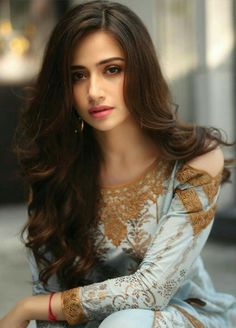 Pakistani Models, Pakistani Girl, Pakistani Actress, Beautiful Pakistani Dresses, Beautiful Girl Indian, Beautiful Girl Image, Pakistani Wedding Outfits, Celebrity Hair Stylist, Frocks For Girls