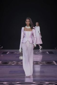 Georges Hobeika Look 1 Gorgeous Embroidered Light Purple Woman's Evening Suit with Greasy Jacket. Spring Summer 2019 Haute Couture Collection Fashion Runway Show by Georges Hobeika Fashion Runway Show, Suit Fashion, Look Fashion, Fashion Dresses, Georges Hobeika, Haute Couture Dresses, Haute Couture Fashion, Fashion Videos, Couture Collection