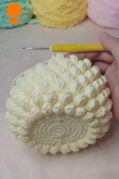 Crochet Basket Tutorial, Crochet Flower Tutorial, Crochet Basket Pattern, Crochet Instructions, Crochet Flower Patterns, Crochet Designs, Crochet Flowers, Crochet Baskets, Basket Weave Crochet