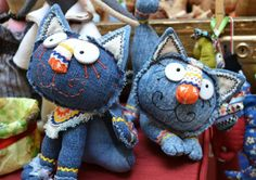 Denim cats!  No tutorial, but lots of photos for inspiration.