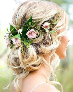 Natural flower hairstyle for the bride. #bride#bridesmaid#weddinghair#hairup#hair#weddingday#wedding #weddinghairstyle #weddinghairstyles #weddinghairstylist #weddingday #weddinghair #weddinghairstyle #naturalhair #beautifulhair #flowershair #curly #wedding #weddingflowers