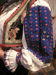 Embroidered shirt sleeve from Transcarpathia. Folk Fashion, Ethnic Fashion, Polish Embroidery, Ukrainian Dress, Celtic, Folk Costume, Embroidered Blouse, Traditional Dresses, World Of Fashion