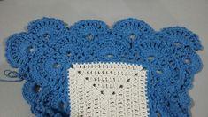 TAPETE RETANGULAR RENDADO EM CROCHÊ COM PASSO A PASSO Crochet Projects, Diy And Crafts, Crochet Hats, Blanket, Blue Carpet, Crochet Rug Patterns, Crochet Stitches For Beginners, Bedspreads, Needlepoint