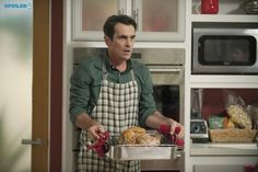 "#ModernFamily 6x08 ""Three Turkeys"" -  Phil is cooking Thanksgiving dinner this year."