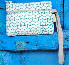 Natural Luxe - JOYN - emerald green arrow zipper wallet