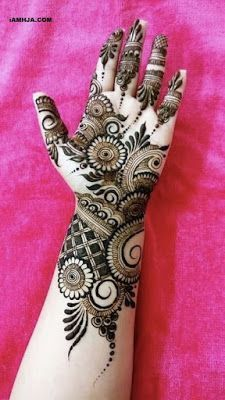 Mehndi henna designs are searchable by Pakistani women and girls. Women, girls and also kids apply henna on their hands, feet and also on neck to look more gorgeous and traditional. Arabian Mehndi Design, Khafif Mehndi Design, Full Hand Mehndi Designs, Mehndi Designs For Girls, Simple Arabic Mehndi Designs, Mehndi Designs 2018, Modern Mehndi Designs, Wedding Mehndi Designs, Mehndi Design Pictures