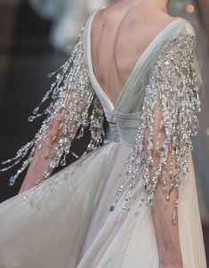 Die Mode seiner Liebe - The Fashion of His Love Georges Hobeika Couture Herbst 2018 Runway Details Georges Hobeika, Gypsy Fashion, Couture Fashion, Runway Fashion, Best Wedding Dresses, Prom Dresses, Wedding Gowns, Couture Dresses, Fashion Dresses