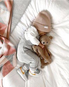 Cute Little Baby, Cute Baby Girl, Cute Babies, Baby Baby, Cute Baby Boy Outfits, Cute Baby Clothes, Baby Boy Fashion, Kids Fashion, Foto Baby