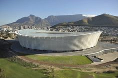 gmp architekten together with local point architects and louis karol architects: greenpoint stadium - south africa world cup 2010 Union Of South Africa, Cape Town South Africa, New Africa, Out Of Africa, Sports Stadium, Football Stadiums, Countries Of The World, World Cup, Construction