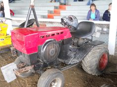 This playlist is about kids pulling lawn mowers in a race at the fair with dad by their side walking. Lawn Tractors, Small Tractors, Garden Tractor Pulling, Welding Projects, Lawn Mower, Atv, Awesome Stuff, Outdoor Power Equipment, Frames