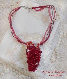 Un pendentif Tendre Rouge aux belles couleurs de rouge plus foncé au rouge plus vif. Vous pouvez le voir sur ma boutique :