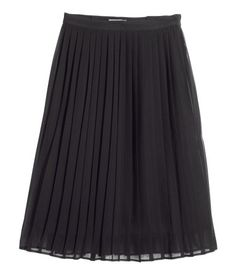 Pleated skirt in airy woven fabric with a concealed side zip. Lined.