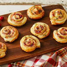 Hot Pepper Cranberry Spirals from Stonewall Kitchen Jam Recipes, Holiday Recipes, Party Recipes, Yummy Appetizers, Appetizer Recipes, Clean Eating Snacks, Healthy Snacks, Hot Pepper Jelly, Stonewall Kitchen