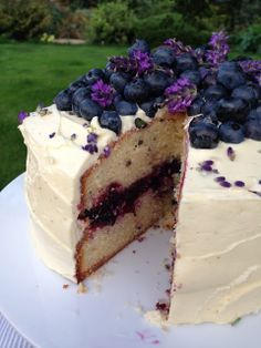 katie's kitchen journal: lavender cake with blueberry jam and a white chocolate frosting Köstliche Desserts, Delicious Desserts, Yummy Food, Yummy Treats, Sweet Treats, White Chocolate Frosting, Lavender Cake, Cake Recipes, Dessert Recipes