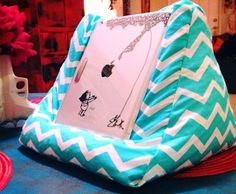 Tablet bean bag stand  por MiamiGoldenGirls en Etsy,