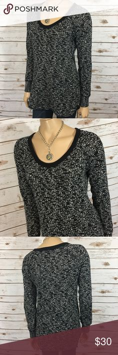 """Free People We the Free Sweater Knit Marled Tunic Tag Size - M Bust Measured Across - 21"""" Length from Shoulder to Hem - 30"""" Great used condition! Always open to reasonable offers! Free People Sweaters Crew & Scoop Necks"""