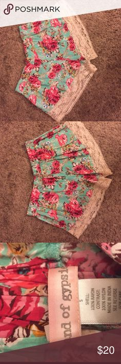 Cute floral shorts with lace from Urban Outfitters Only worn twice. Great condition. Urban Outfitters Shorts