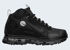 The redesigned Air Max version of the Terra Sertig gets a black on black look. Black Nike Shoes, Nike Air Shoes, Nike Air Max, Men's Shoes, Casual Sneakers, Air Max Sneakers, Casual Shoes, Sneakers Nike, Nike Boots Mens