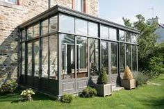 Ravissante véranda. http://www.m-habitat.fr/veranda/styles-de-verandas/les-verandas-a-l-ancienne-90_A #maison #style #véranda