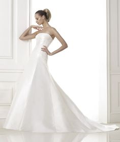 BONGANI • Pronovias Bridal Collection 2015 | Pronovias Premium Dealer www.sterenborgbruidsmode.nl
