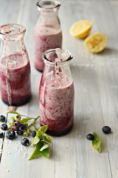 Blueberry and Lemon Smoothie. Blueberry and lemon smoothie with coconut milk. Lemon Smoothie, Juice Smoothie, Smoothie Drinks, Smoothie Recipes, Yummy Smoothies, Yummy Drinks, Healthy Drinks, Yummy Food, Healthy Recipes