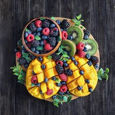 alivehealthy: Which one is your favourite fruit? - January 08 2019 at - Amazing Ideas - and Inspiration - Yummy Recipes - Paradise - - Vegan Vegetarian And Delicious Nutritious Meals - Weighloss Motivation - Healthy Lifestyle Choices Salad Presentation, Juice Fast, Tasty, Yummy Food, Food Platters, Fruit Salad, Fruit Juice, Aesthetic Food, Fruits And Veggies
