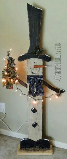 👫We should make this baby!!!👫 Jean Noel, Wood Snowman, Wooden Snowman Crafts, Pallet Snowman, Diy Snowman, Christmas Projects, Holiday Crafts, Christmas Fun, Outdoor Christmas
