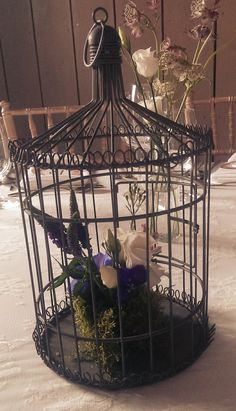 Vintage birdcage centrepiece #centrepieces #vintaeweddings #tableideas