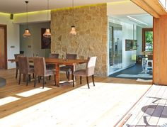 Descubra fotos de Salas de estar rústicas por HUGA ARQUITECTOS. Encontre em fotos as melhores ideias e inspirações para criar a sua casa perfeita.