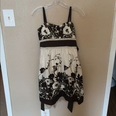 Heart Soul brown and white floral dress. Great dress I wore on a cruise once for only a few hours. Super comfy and with a bit of tulle underneath for a nice touch at the hem.  Adjustable bra straps. In excellent condition! HeartSoul Dresses Midi