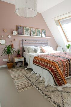 Cute Pastel Living Room Design Ideas That You Should Have 47 Light Pink Bedrooms, Light Pink Walls, Pink Bedroom Walls, Peach Bedroom, Pastel Bedroom, Bedroom Wall Colors, Pink Room, Room Ideas Bedroom, Home Bedroom