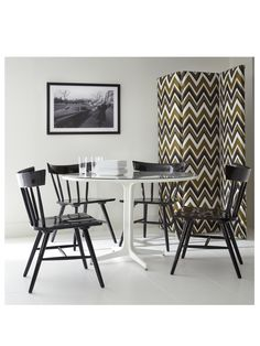 Trad-meets-modern mix...Winslet chairs in Onyx high-gloss painted finish with Luna dining table