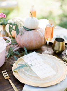 Organic gold soft decor: http://www.stylemepretty.com/living/2016/11/16/5-ways-to-impress-your-guests-this-thanksgiving/ Photography: Jacqui Nicole - http://jacquicole.com/