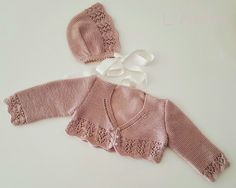 Chaqueta y capota tejidas con lana merino. L'Anita