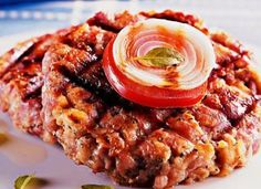 """Que tal fazer o <a href=""""http://mdemulher.abril.com.br/culinaria/receitas/receita-de-hamburguer-linguica-561720.shtml"""" target=""""_blank"""">hambúrguer de linguiça</a> para as crianças? Elas vão adorar!"""