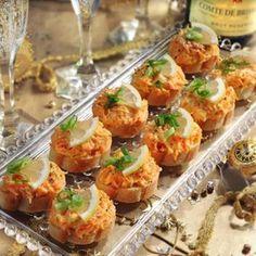 Jednohubky s mrkví a se sýrem Canapes, Yummy Appetizers, Bruschetta, Tapas, Baked Potato, Potato Salad, Cauliflower, Shrimp, Food And Drink