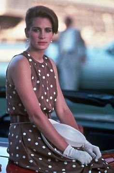 From Julia Roberts in Pretty Woman to Kate Hudson in How To Lose A Guy In 10 Days and Lupita Nyong'o in Black Panther - these are the best movie costumes and iconic dresses EVER. Julia Roberts, Pretty Woman Film, Iconic Dresses, Iconic Movies, Looks Vintage, Movie Costumes, Cindy Crawford, Mode Inspiration, Dot Dress