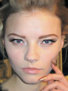 How-to: The modern cat eyes at Vawk S/S '13: http://beautyeditor.ca/2012/12/10/how-to-the-modern-cat-eyes-at-vawk-ss-13/