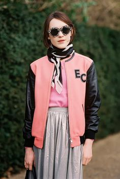 #EllaCatliff having a quirky varsity moment in London.