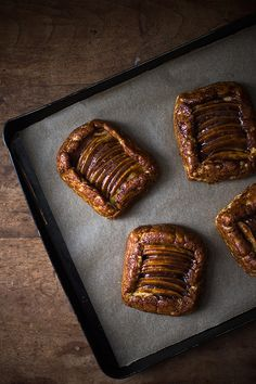 Salted-Caramel-Apple-Tartlets-from-Slim-Palate