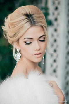 Love the little pieces hanging down, the rest pulled back with teased hair at the top. Gorgeous bridal makeup with a sultry smokey eye and nude lip. #wedding #beauty