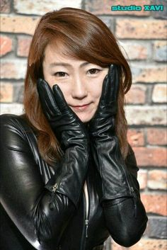 Asian Woman, Asian Girl, Mode Latex, Leather Catsuit, Black Leather Gloves, Leather Jacket, Gloves Fashion, Long Gloves, Leggings